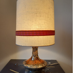 Table lamp with ceramic base