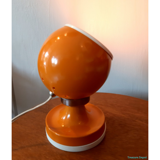 Magnetic sixties lamp